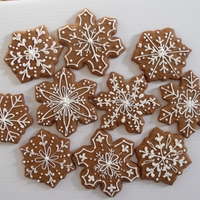 Gingerbread Snowflakes The gentle withdrawal from Christmas sweets to gingerbread and cocoa in January - the only way to wean myself!