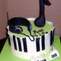 Graduation Cake For A Young Lady Who Loves Music And Hopes To Have A Career In Music Congrats Shenee Graduation cake for a young lady who loves music and hopes to have a career in music. Congrats Shenee.