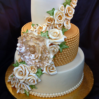 Gold And Ivory Themed Wedding Cake Gold and ivory themed wedding cake