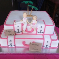 Suitcase Wedding Cake After getting married abroad this is perfect for your return party at home!