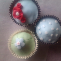 Cath Kidston Inspired Cupcakes   I was just playing around but had fun x