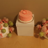 Flower Cake Pops Cake pops with matching smash cake