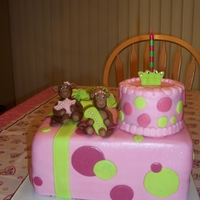 First Birthday Monkey Cake Had so much fun making this cake! Fondant/tylose monkeys, bottom tier is fondant covered, smaller smash cake is all buttercream.