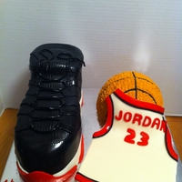 Air Jordan This one was an all nighter! My husband went to bed @10 and I was at the kitchen table working on the cake, he woke up at 5am and I was...