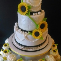 Sunflower And Pearls Graduation Cake And Cupcakes Sunflower and pearls graduation cake and cupcakes