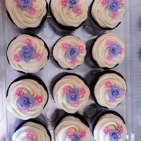 Floral Cupcakes Cupcakes with tea roses and flowers