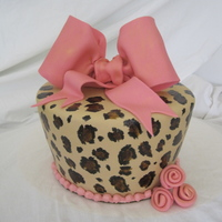 Leopard Print Hand painted leopard print with gumpaste bow. Was going for the tapered look. Thanks for looking :)