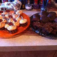 Party Time! cupcakes, whoopie pies, brownies all for halloween!