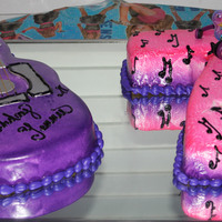 Hannah Montana   Hannah Montana covered in fondant musical notes in buttercreme