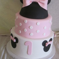 Baby Minnie Mouse Cake Baby Minnie Mouse themed Cake for a 1st birthday party.