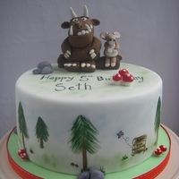 Gruffalo   I really enjoyed making this cake..I so love the story...such a clever wee mouse.