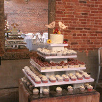 Rustic Cupcake Display   rustic cupcake display
