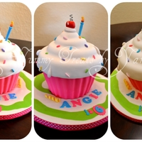 Giant Cupcake! This was inspired in Andrea's sweetcakes designs. I hope you like it!