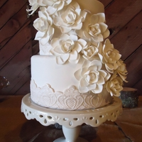 Vintage Inspired This vintage inspired cake is covered with an explosion of Gardenia blooms. Both tiers are banded with a molded lace motif.