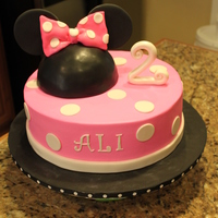 Minnie Mouse RKT head with fondant decorations on buttercream coated cake
