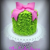 Lime Buttercream Ruffles I absolutely am in love with these buttercream ruffle cakes! Takes ALOT of buttercream, but is very simple! TFL!