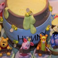 "Winni The Pooh 3d carved honey pot with cupcakes decorated with pooh and friends 3d hand sculpted figurines, each little figurine stood about 3"" high..."