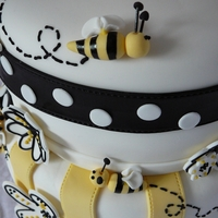 Bee And Heart Cake