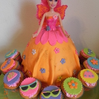 Barbie Doll Barbie doll cake pan decorated in fondant, with vainilla cupcakes, decorated in Barbie accesories
