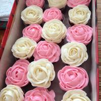 Pink And White Buttercream Roses Mini Cupcakes *Pink and white buttercream roses mini cupcakes