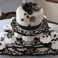 Black & White Wedding Cake/cupcakes