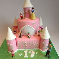 Snow White And The Seven Dwarf Cake Snow White and the Seven Dwarf Cake