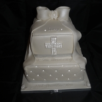 Christening Diamond Quilted Cake Christening cake, quilted sugarpaste with edible diamonds and sugar paste bow. So hard to use the edible diamonds without them dulling! Was...