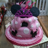 Minnie Mouse vanilla sponge covered in fondant