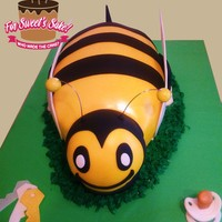 Bumble Bee Cake Bumble Bee Cake for a Baby Shower reveal celebration