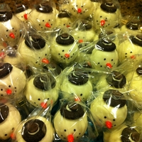 Snowman Cake Pops Inspired by Bakerella