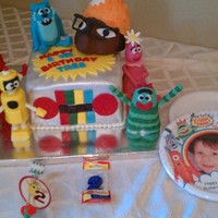 Yo Gabba Gabba made this cake for the son of my son's favorite teacher! all edible! cake decorated in fondant, characters made of RKT and modeling...
