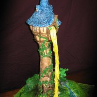 Rapunzel Rkt make the tower . The ground is white cake /fresh raspberry mousseline filling TFL