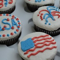 4Th Of July Cupcakes I made these for a friend's 4th of July party. Chocolate scratch cupcakes with BC. TFL!