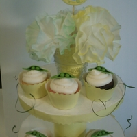 2 Peas cupcakes for a 2 peas in a pod (twins) baby shower. Fondant peapods. tfl