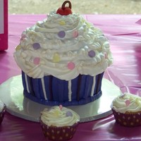 Giant Cupcake Giant Cupcake to match party plates and matching cupcakes