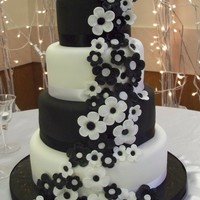 Black And White Wedding Cake 4 tiers, alternating chocolate with bavarian cream and red velvet with cream cheese. The Bride wanted a lot of black and white flowers...