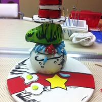 Cat In A Hat Was made in a class with Andres Enciso. He show us how make great cakes without molds. Everything is made in cake with airbrush and brush...