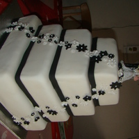 White And Black Flower Weddingcake