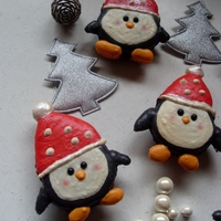 Pinguin Macarons :)   http://www.facebook.com/pages/My-love-for-Macarons-Cupcakes-and-Cakes/209547205750481?ref=stream