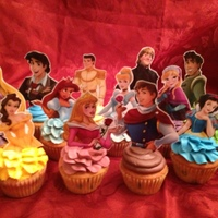 Disney Princess Cupcakes After finding pictures the Disney Princesses (and Princes for the boys), I printed them out onto photo paper and glued them to a popsicle...
