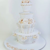 White Wonderful Winter Wedding This is a cake I made for a Dutch cake decorating magazine called Mjam.