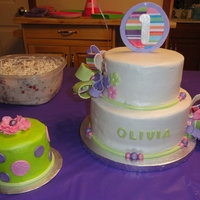 Olivia's First Birthday Enjoyed making this cake, and especially enjoyed seeing Olivia tear into the smash cake! (ignore the apparent 'dip' in the...