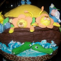 1316272794.jpg   Noah's Ark made for a Baby Shower Figures are made of fondant/gumpaste.