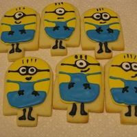 Minions!   I wanted to make these for a friend who calls her kids The Minions. Plus they love Despicable Me!