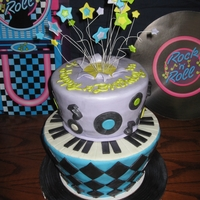 50S Rock & Roll Cake   Birthday cake made for my little sisters' 50s themed party.