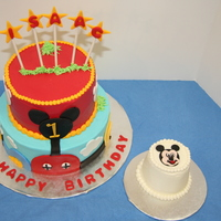 Mickey's Club House I was asked to make a Mickey's Club House cake and Mickey smash cake. The customer found several designs on CC that she liked, so I...