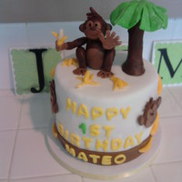Monkey Cake I was asked by a wonderful friend of mine to make her son's 1st birthday cake Monkey Theme. I will add smash cake & cupcakes...