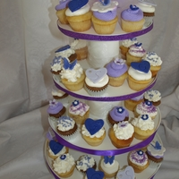 Shower Mini cupcakes made of the color of the dress of the bridesmaid for the wedding