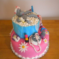 Hippo In Bathtub I had so much fun making this cake. I took the idea from Maisie Parrish book and changed a few things since it was for a baby shower. I am...