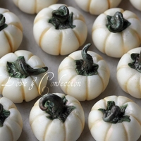 White Chocolate Pumpkins (Tutorial)